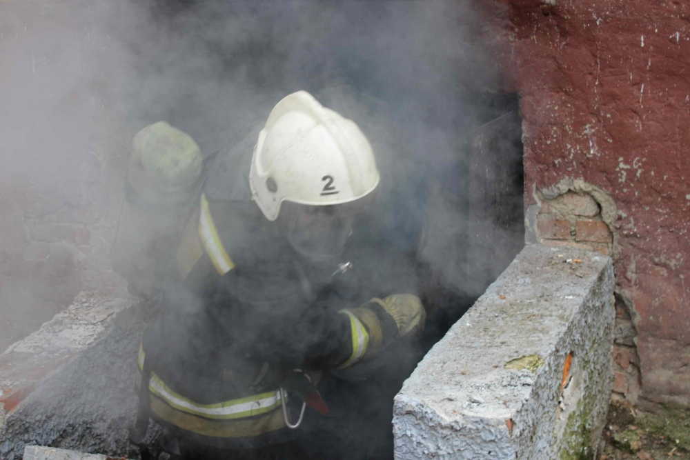Пожар в подвале жилого дома на пр. Кирова, 59. В ходе ликвидации огня пожарными эвакуировано 34 человека, 7 апреля 2016 года