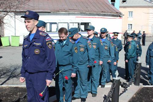 Возложение венков пожарным, погибших при исполнении служебного долга