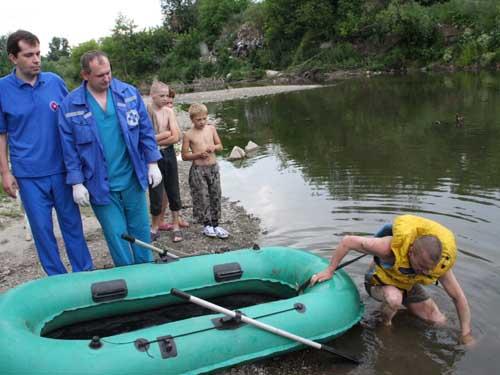 Спасение тонущего человека на реке Ушайка 28 июня 2011 года