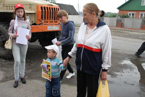 Томское молодежное добровольческое движение проводит противопожарные мероприятия в районах области