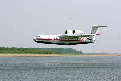 Работа самолетов МЧС России БЕ-200 в Александровском районе. Автор фотографий - Евгений Хитров
