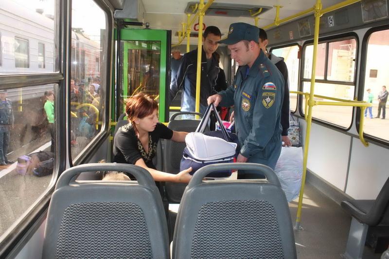 Встреча поезда с 97 временными переселенцами с юго-востока Украины