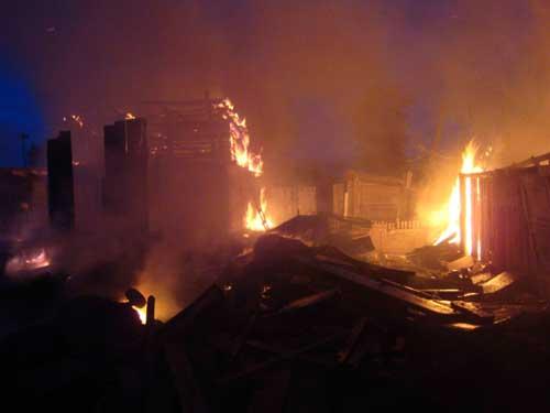 Пожар во 2-ом пос. ЛПК, 293 а. Погибли 3 человека.