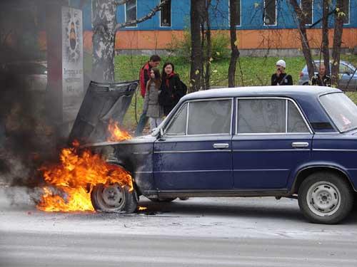 Возгорание автомобиля на ул. Учебной, 48.
