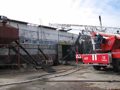 Пожар в деревообрабатывающем цехе на Кузовлевском тракте