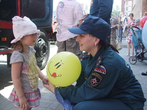 День защиты детей у Дворца творчества детей и молодежи
