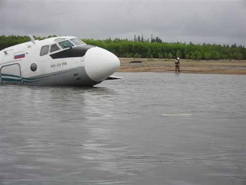 Аварийная посадка самолета АН-24 в Александровском районе. Погибли 7 человек.