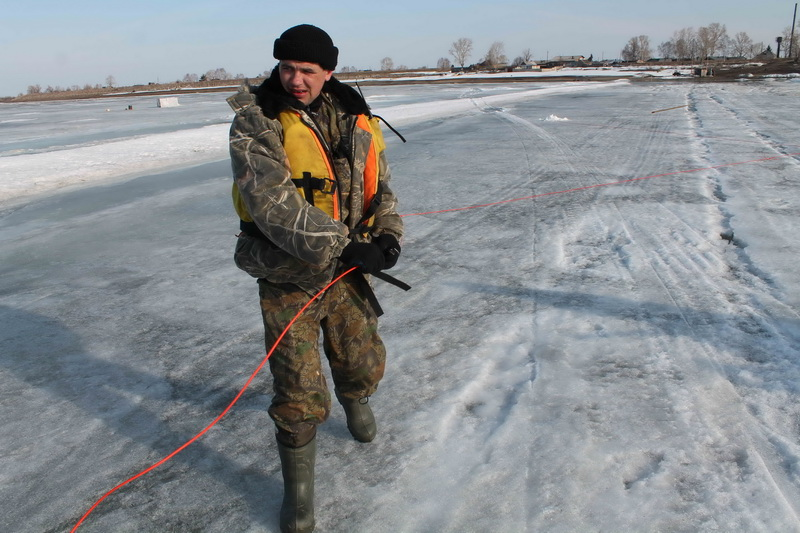 Проведение ледовзрывных работ по разрушению ледовой переправы у н.п. Могочино Молчановского района