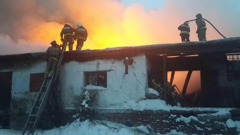 Пожар в кирпичном складе на ул. Водяной, 59