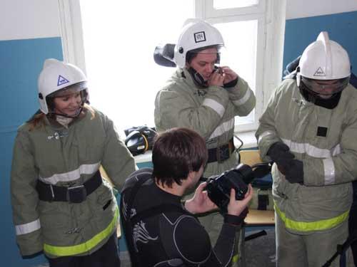 Соревнования журналистов в теплодымокамере.
