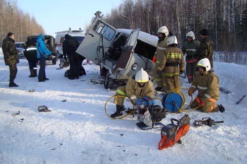 Дорожно-транспортное происшествие в Александровском районе. Пожарные деблокировали двоих погибших водителей.