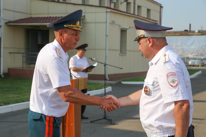 Сотрудники Госавтоинспекции были награждены юбилейной медалью МЧС России «100-лет Советской Пожарной охране»