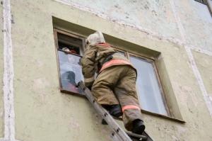 Норильские пожарные спасли троих детей