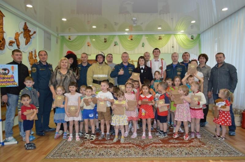 Сотрудники Красноярского пожарно-спасательного гарнизона рассказали детям про «Страну пожарной безопасности»