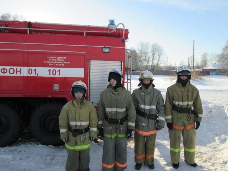Соревнуются юные пожарные