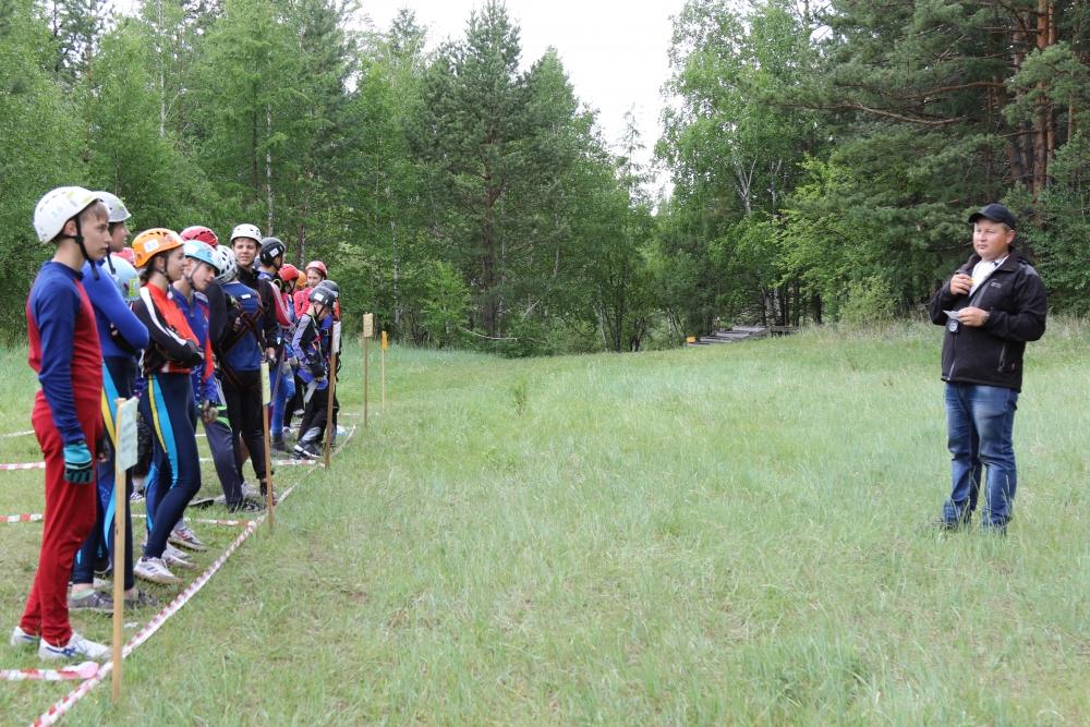 Юные спасатели Сибири отлично проявили себя в первый день соревнований