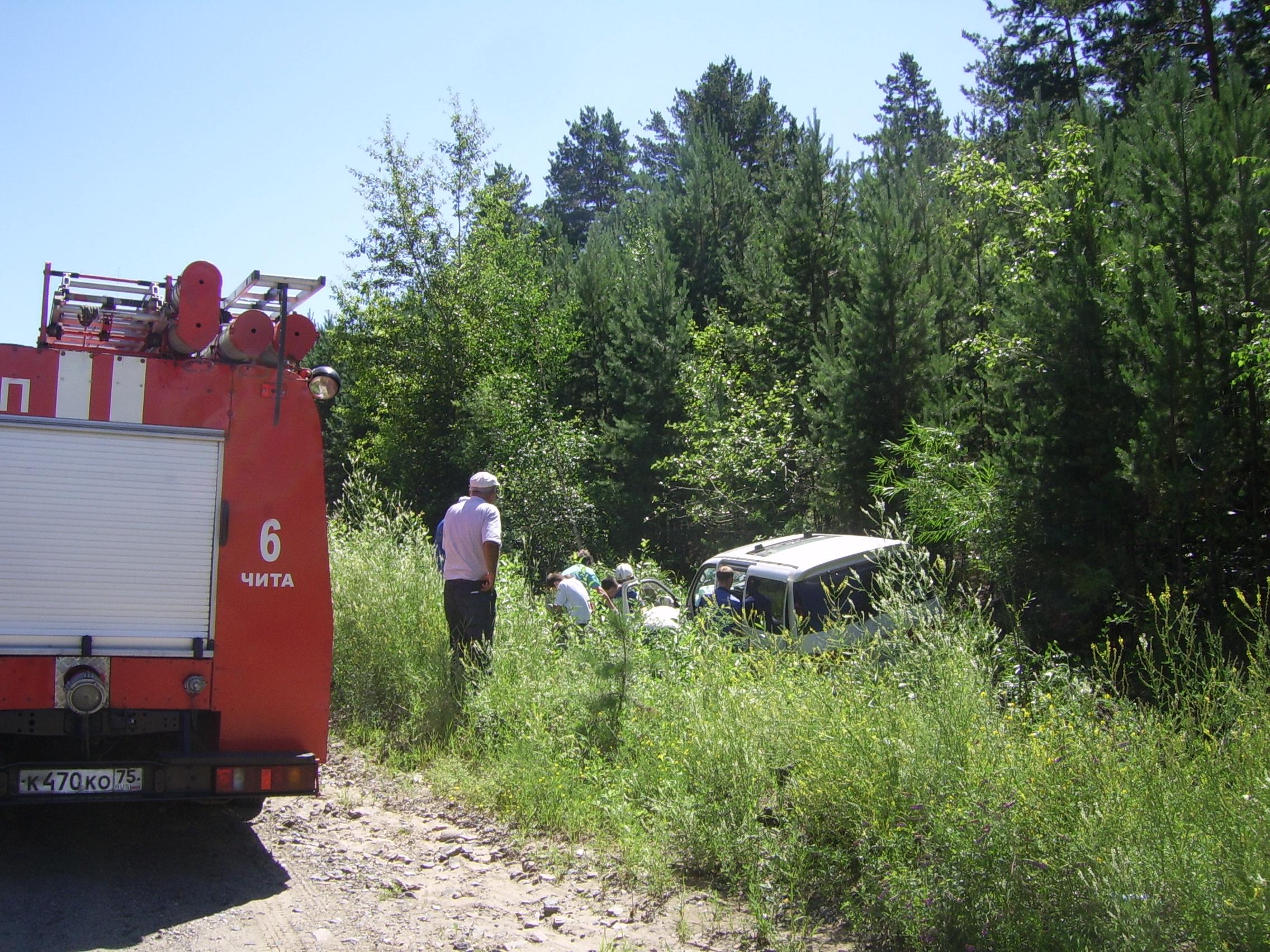Водитель автомобиля TOYOTA Hiace не справился с управлением и совершил наезд на препятствие