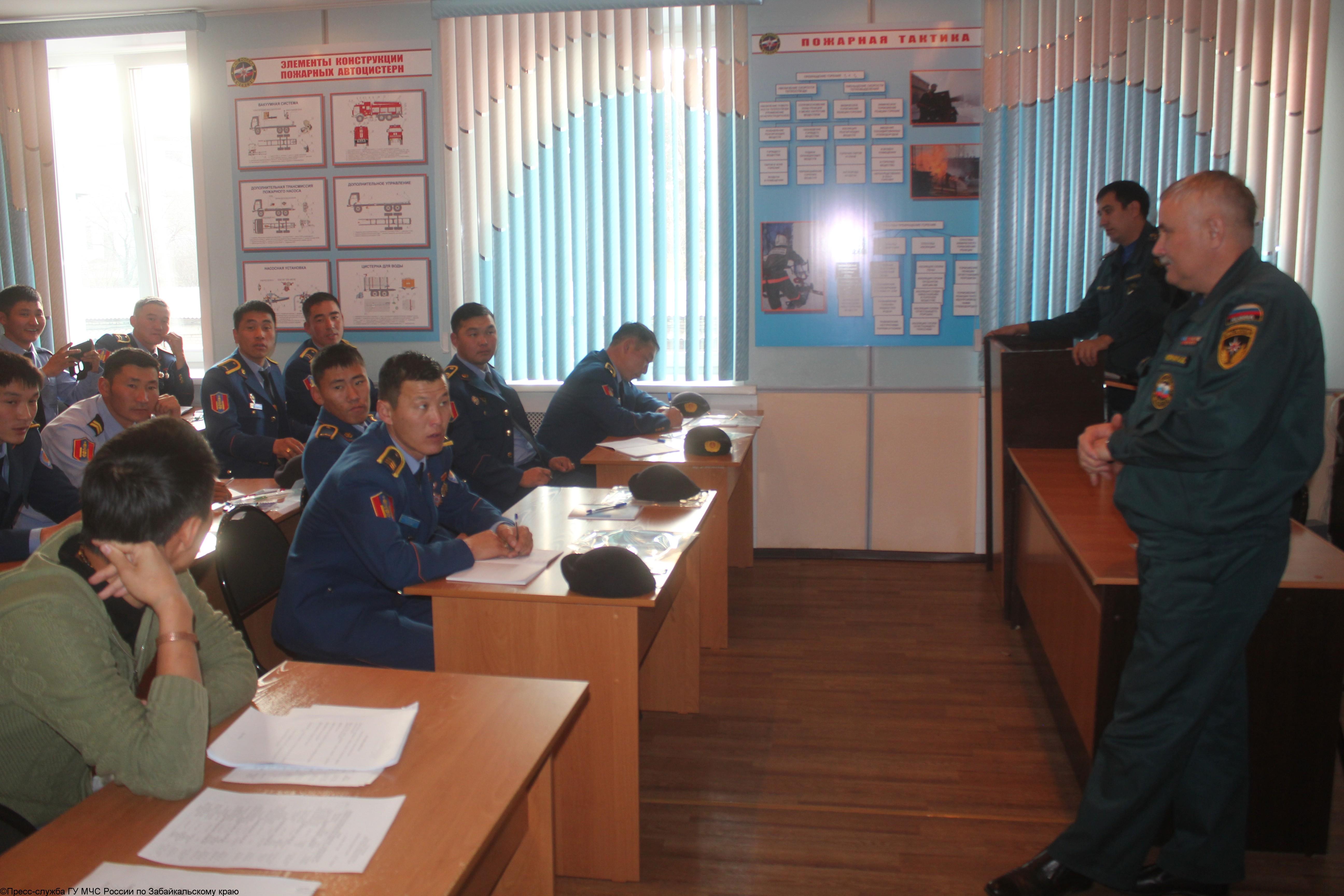Учебный сбор спасателей Монголии в Главном управлении МЧС России по Забайкальскому краю 21-28 октября 2013г.