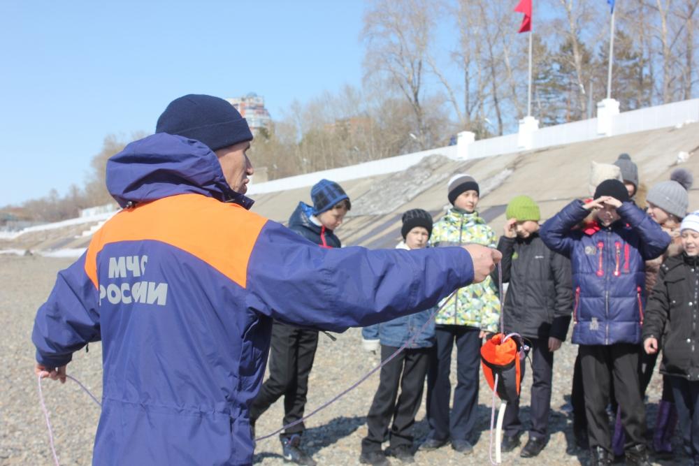 ГИМС рассказывает школьникам о безопасности на водных объектах края