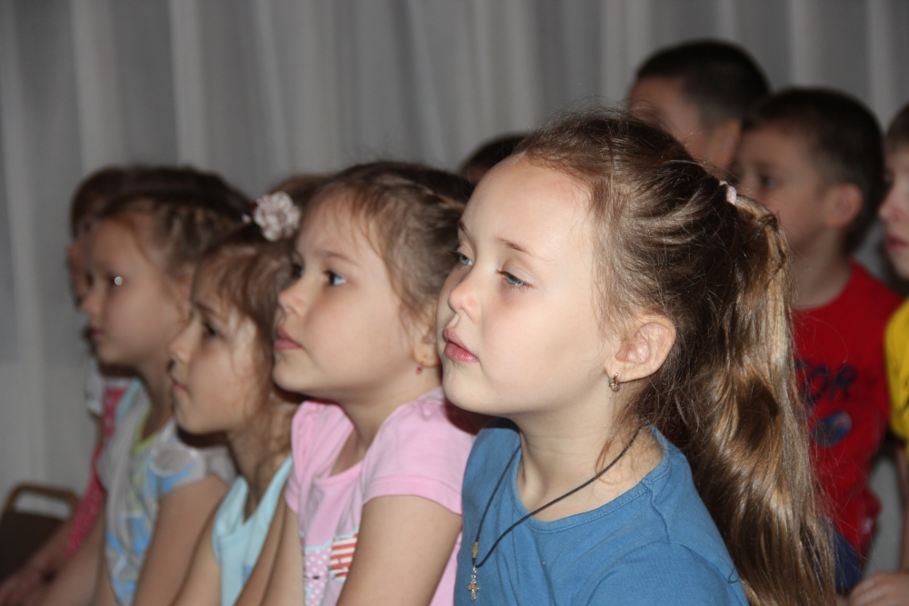 Занятие по новогодней безопасности кадеты школы МЧС провели для воспитанников детского сада № 5 города Хабаровска