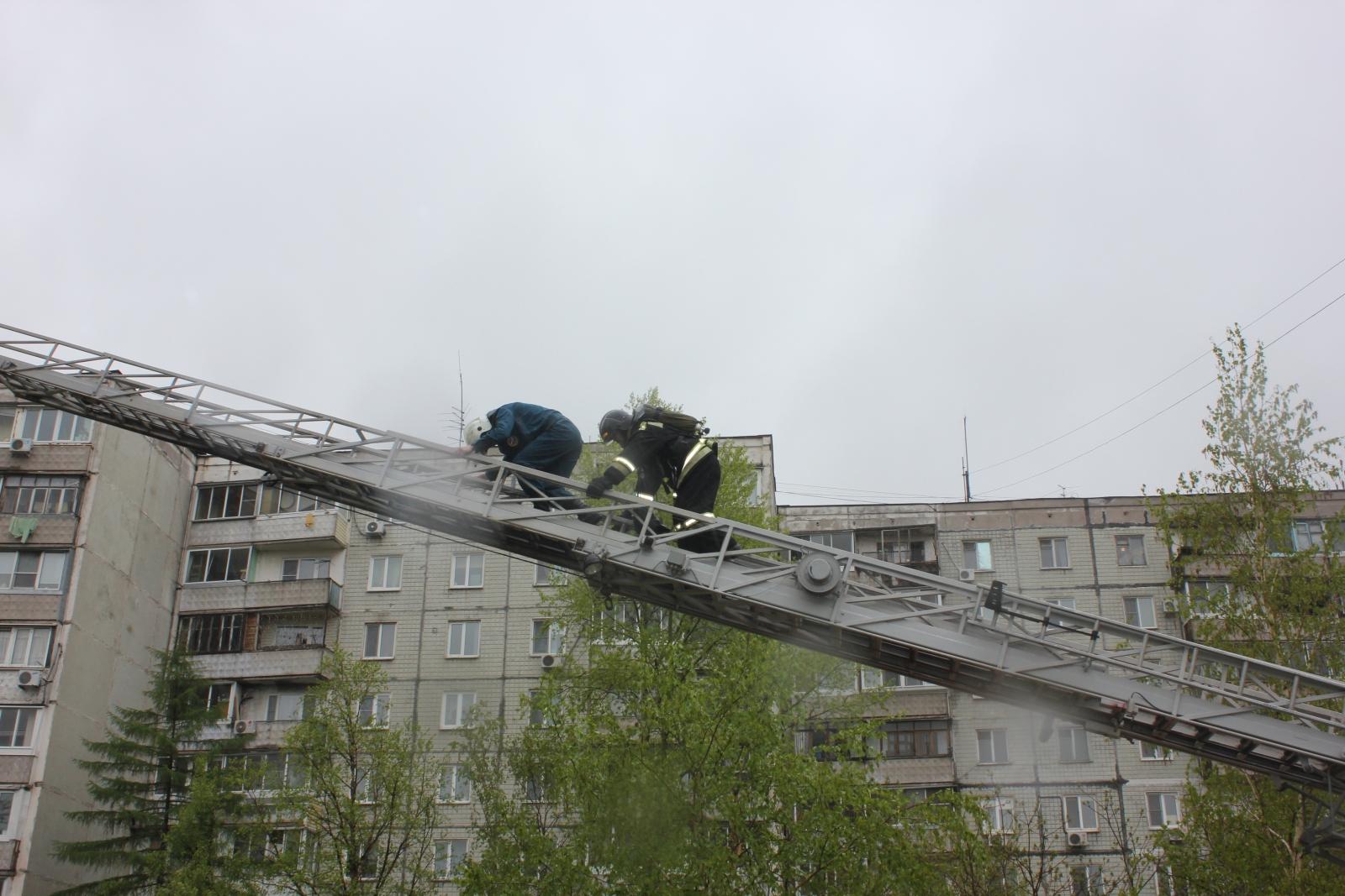 Соревнования среди подразделений гарнизона г. Хабаровска по тушению пожаров и спасению людей в высотных зданиях