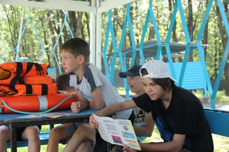 """Ребята из детского оздоровительного лагеря """"Океан"""" узнали что такое леер и какая существует связь между спасательным кругом и гениальным Леонардо да Винчи"""