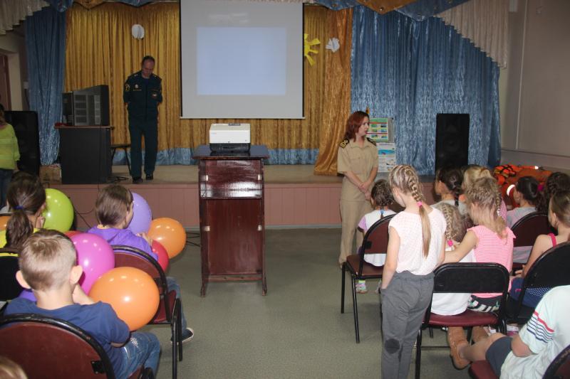 Сотрудники МЧС  проводят занятия по БЖД в летний период.