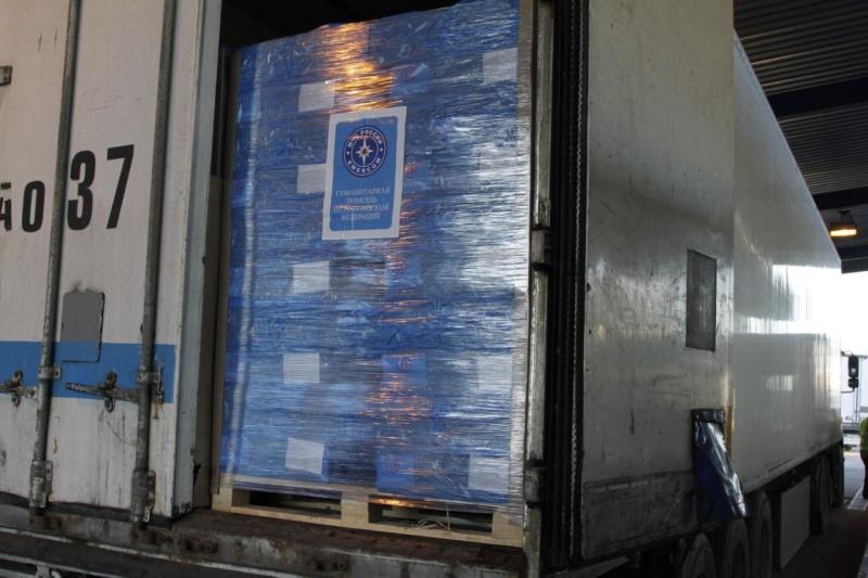 87-я автомобильная колонна МЧС России доставила гуманитарный груз жителям Донецкой и Луганской областей