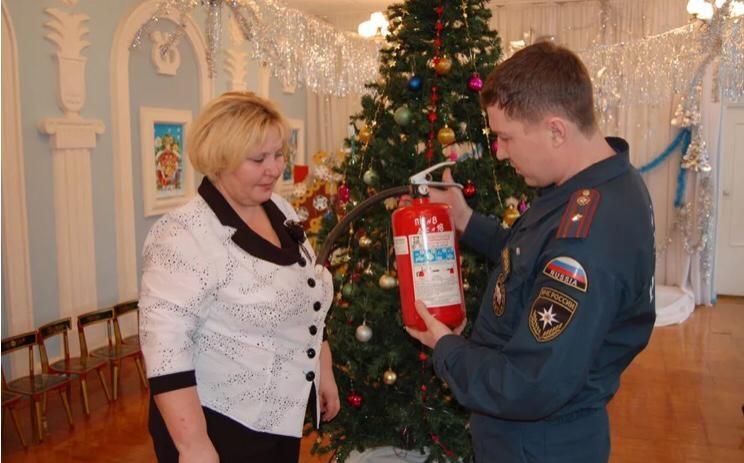 МЧС России напоминает о правилах пожарной безопасности в новогодние праздники