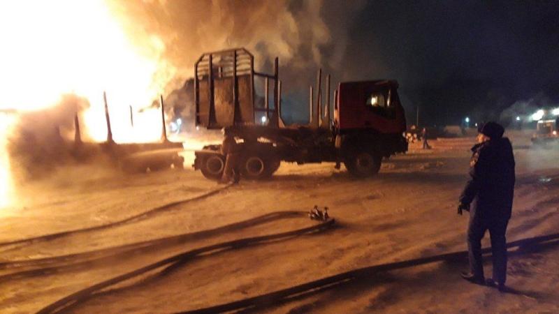 Эксперты испытательной пожарной лаборатории и дознаватели МЧС России устанавливают причину пожара в посёлке Залари, на котором погибли двое человек. КОММЕНТАРИЙ