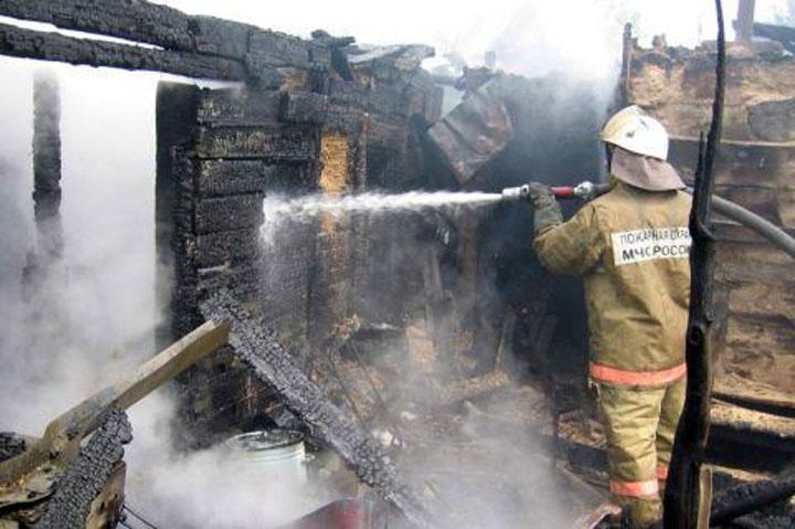 В  г. Куйбышев Куйбышевского района Новосибирской области по ул. Закраевского загорелись надворные постройки