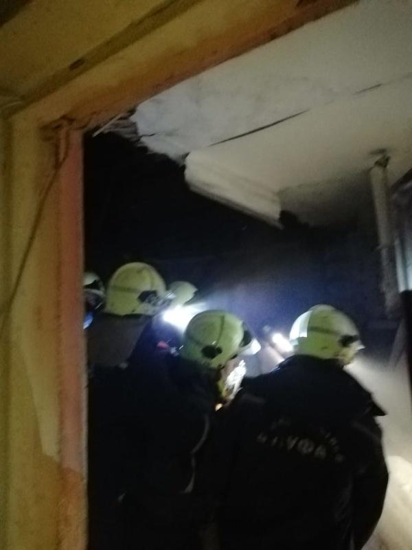 Силы и средства МЧС России ликвидируют последствия хлопка в жилом доме в Уфе