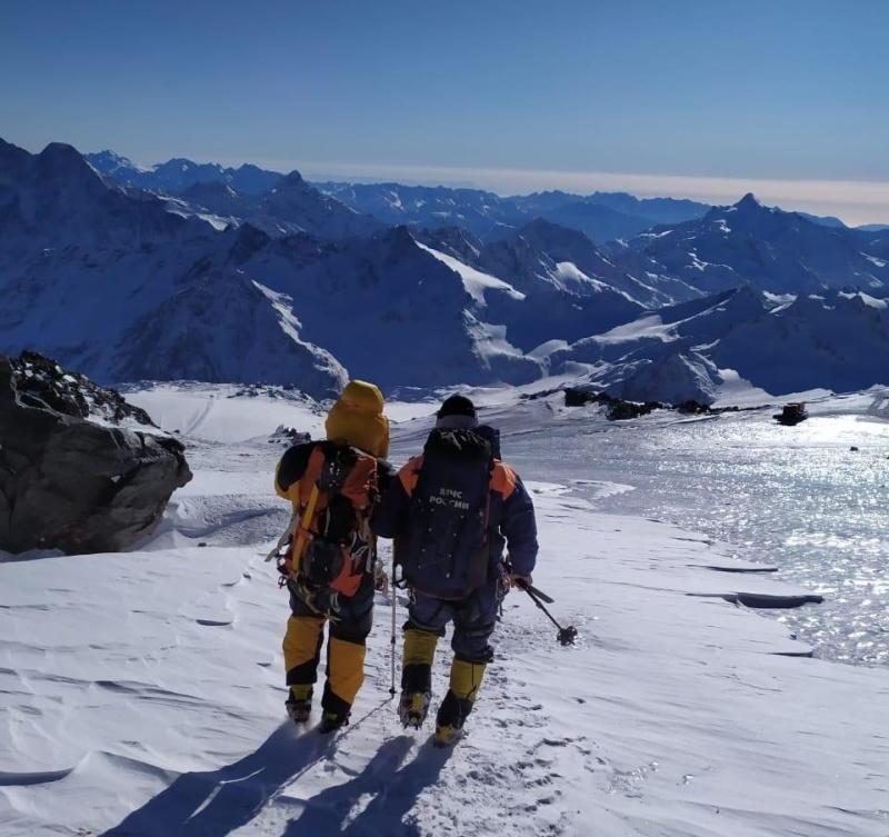 Спасатели эвакуировали с Эльбруса альпинистов из Греции