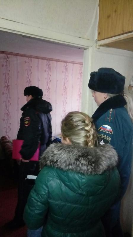 Сотрудники МЧС города Владимира, сотрудники полиции и специалисты социально-реабилитационного центра для несовершеннолетних провели профилактическую работу с неблагополучными семьями