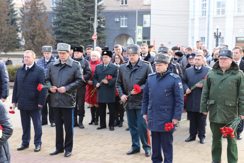 Орловские сотрудники МЧС почтили память погибших защитников Отечества
