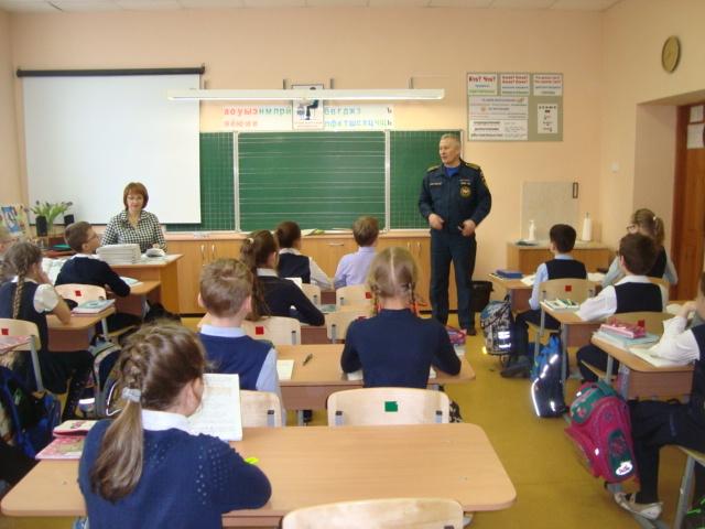 Школьникам инспекторы ГИМС напоминают о безопасном поведении вблизи водоемов в весенний период