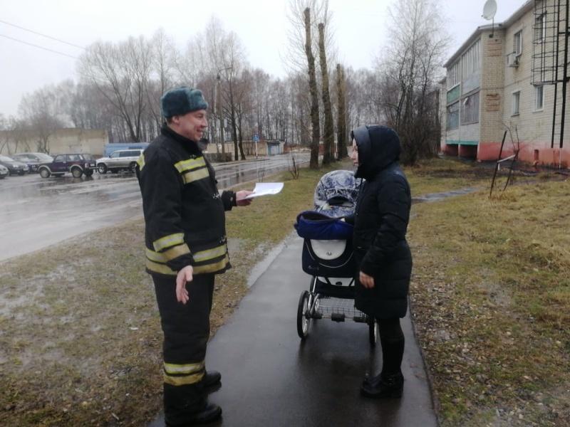 Пожарные проводят профилактику загораний в жилом секторе