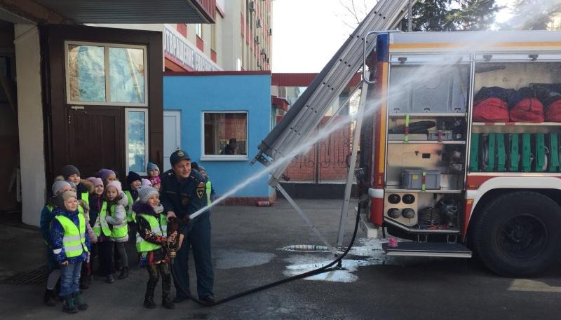 Экскурсия в пожарную часть для дошкольников