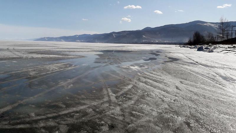 На озере Байкал наблюдается ухудшение ледовой обстановки