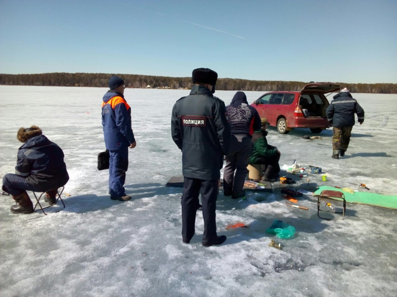 Талая вода на поверхности льда и закраины: на водохранилищах Иркутской области ухудшилась ледовая обстановка
