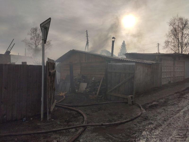 Ликвидация пожара в жилых домах в Березовском районе
