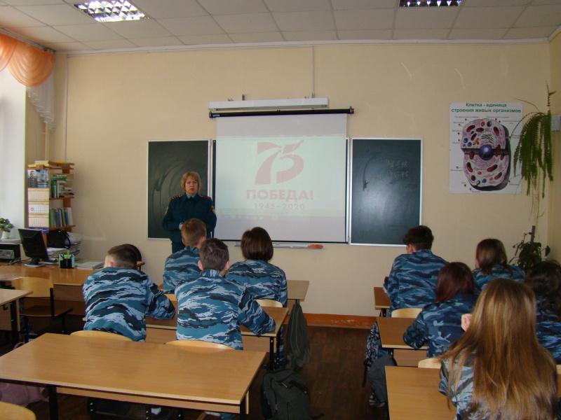 К 75-летию Великой Победы: в школе №15 округа Муром сотрудники МЧС провели урок по теме подвигов пожарных в годы войны