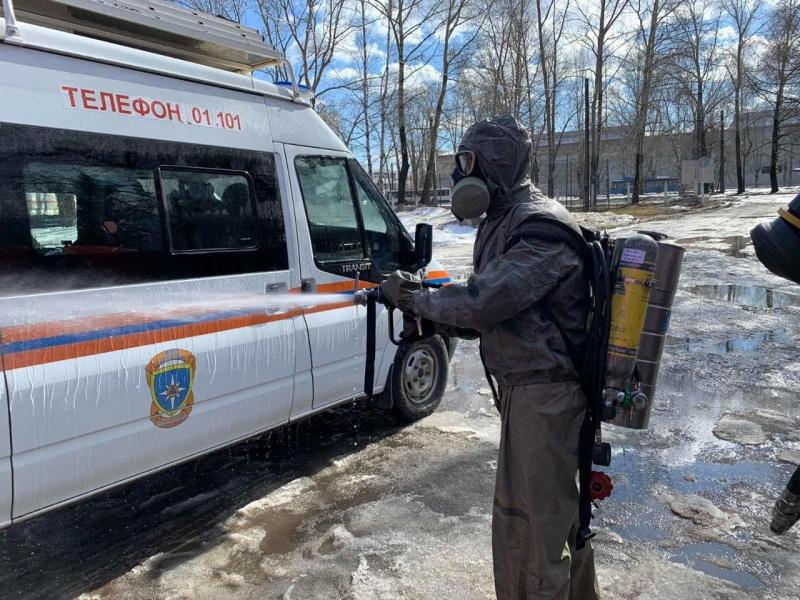 Кировские спасатели проводят в своих подразделениях санитарную обработку