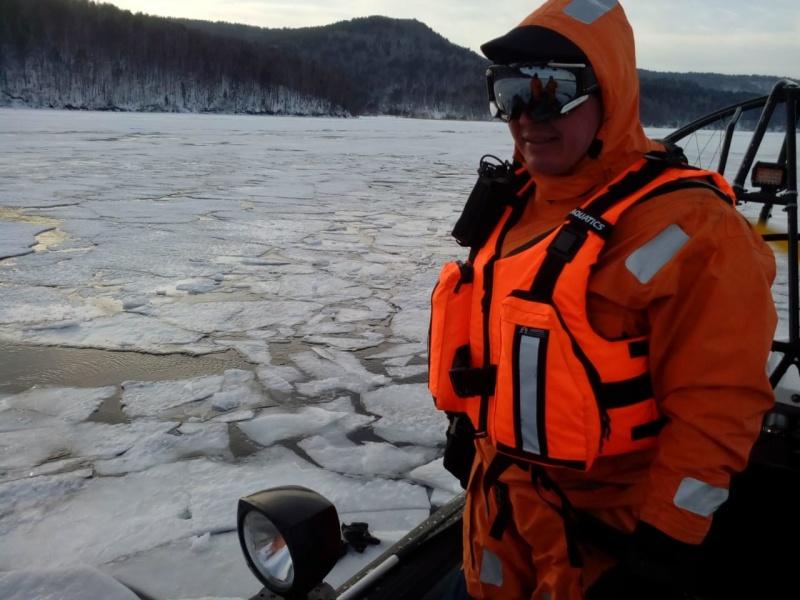 ГИМС информирует: выход и выезд на лед озера Байкал сопряжен со смертельным риском!
