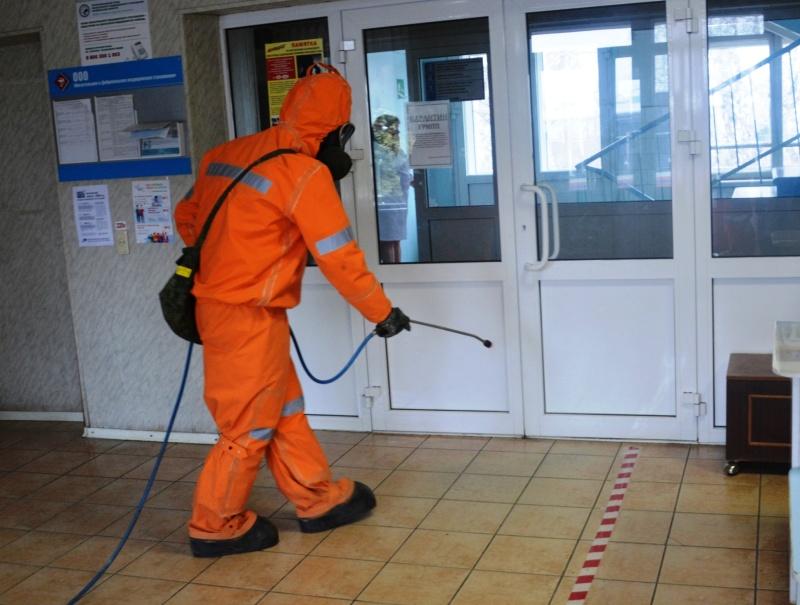 Южный Урал: спасатели оказывают помощь в дезинфекции социально-значимых объектов