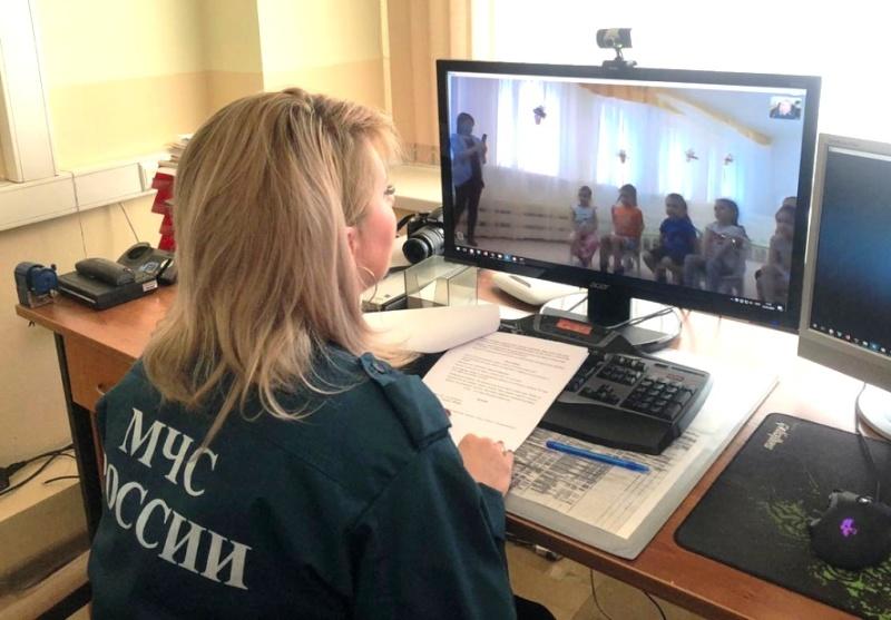 Сотрудники МЧС проводят беседы для дошкольников в режиме онлайн