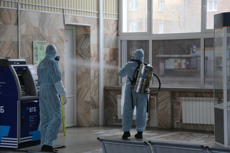 Сотрудники специализированной пожарно-спасательной части провели дезинфекцию социально-значимых объектов города Красноярска