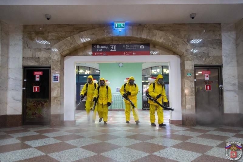 Центр «Лидер» МЧС России провел санобработку помещений Казанского и Курского вокзалов
