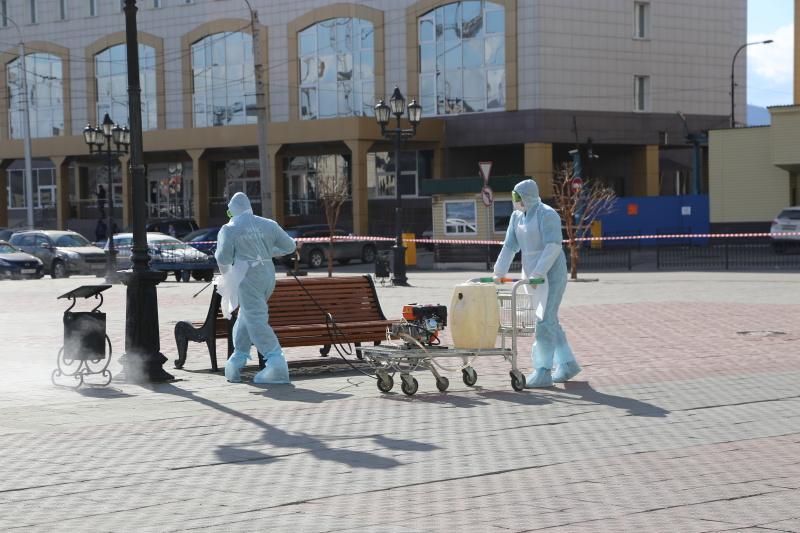 Сотрудники МЧС продолжают проводить санитарную обработку социально значимых объектов Красноярска, минимизируя риски распространения коронавирусной инфекции