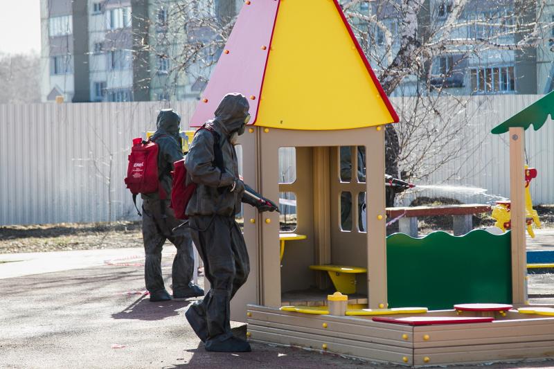 Подразделения МЧС России проводят санобработку объектов Омской области